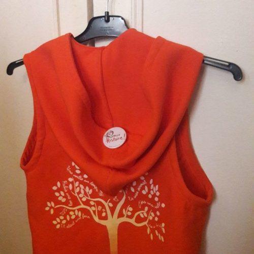 Le Gilet Orange Des Conteuses De L'association